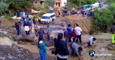vehiculos-varados-en-corrales-por-deslizamientos-producto-de-lluvias