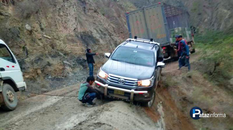 vehiculos-casi-caen-abismo-carreteras-sierra-libertena