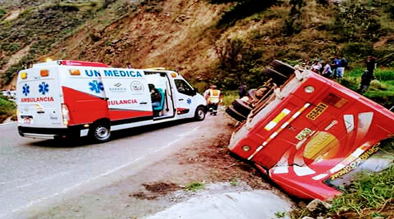 LA LIBERTAD   Accidente de tránsito deja un muerto y 34 heridos
