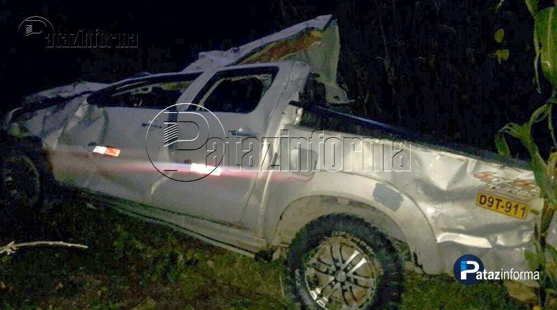 LA LIBERTAD   Camioneta sufrió aparatoso accidente y dejó heridos