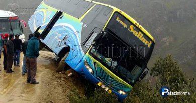 omnibus-empresa-sallavi-queda-borde-abismo-tayabamba-huancaspata