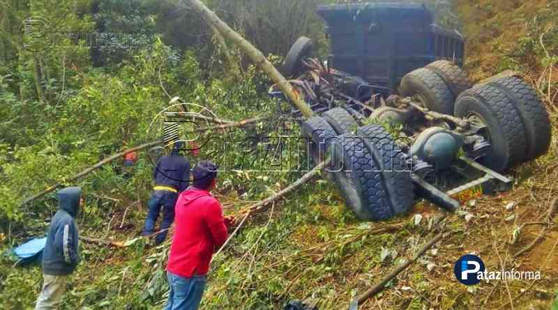 LA LIBERTAD   Camión cae a abismo por mal estado de la carretera