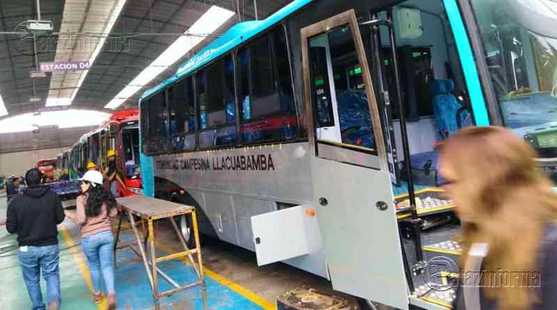 PARCOY   Comunidad campesina donó moderno bus a colegio de Llacuabamba