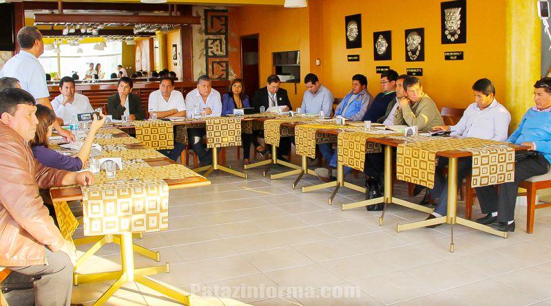 Alcaldes de Pataz se reúnen con congresistas liberteños