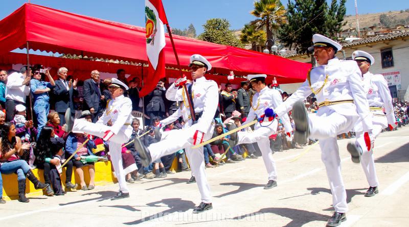 Con desfile Tayabamba celebró 195 aniversario patrio