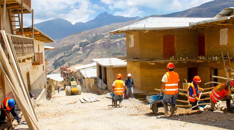 Continúa construcción de pistas y veredas del Jr. Bolívar en Tayabamba