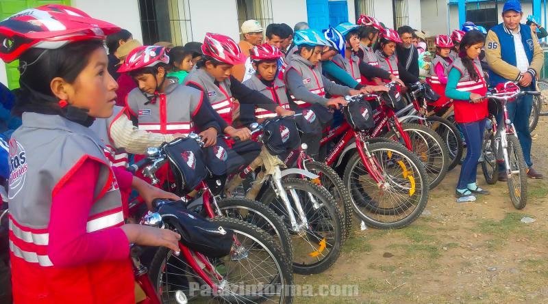 Entregan más de 800 bicicletas a instituciones educativas