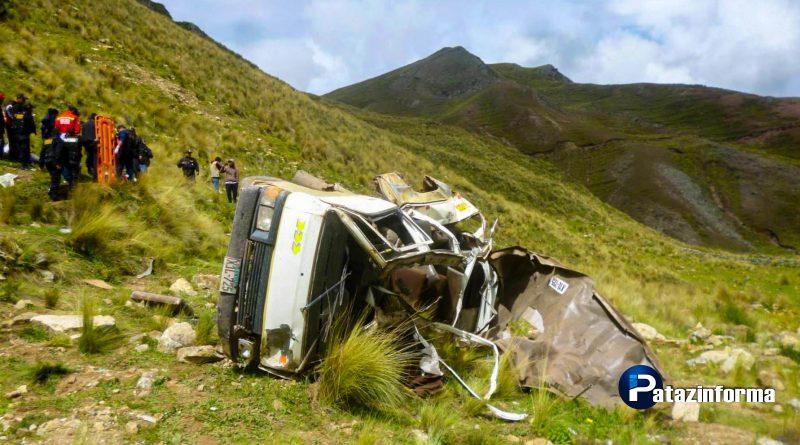 2 muertos y 7 heridos deja volcadura de camioneta que se dirigía a Pataz