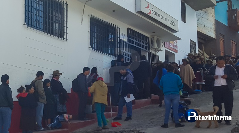 Continúan colas en Banco de la Nación, cajero aguardará hasta enero