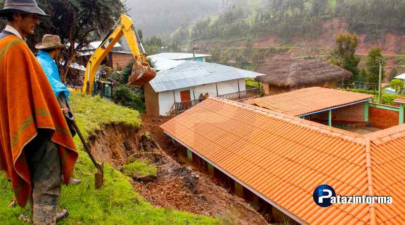 Institución educativa en riesgo por derrumbes producto de fuertes lluvias
