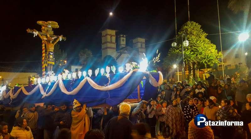 Acompañado por cientos de sus devotos, Señor de Burgos salió en procesión