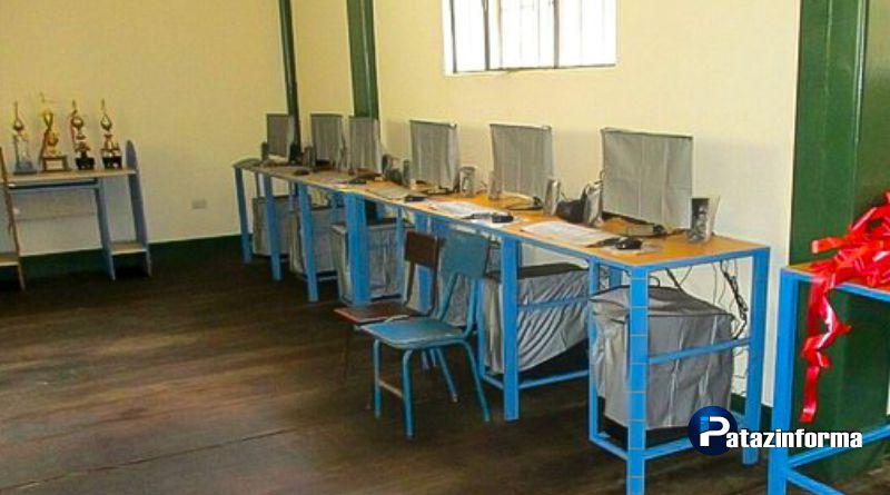 PARCOY | Padres de familia entregan 20 computadoras a I. E. de Retamas