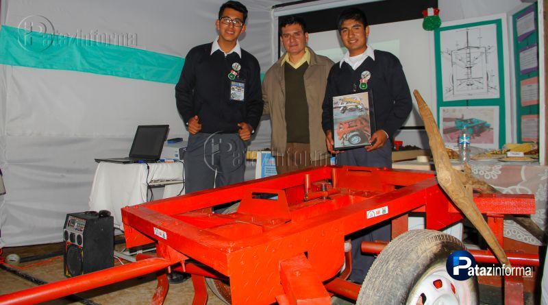 TAYABAMBA | Alumnos viajan a feria en Bogotá representando al Perú
