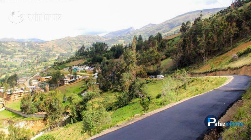 TAYABAMBA | Capa asfáltica empezó a recubrir carretera patacina