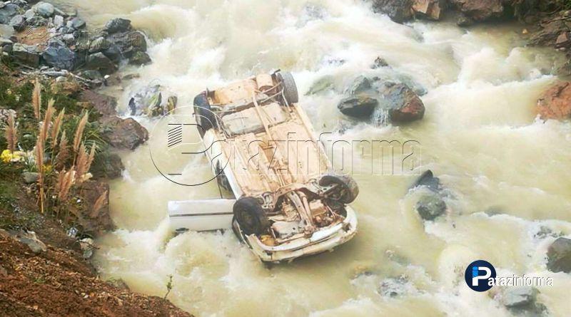 PARCOY | Auto terminó en medio del río tras accidente de tránsito