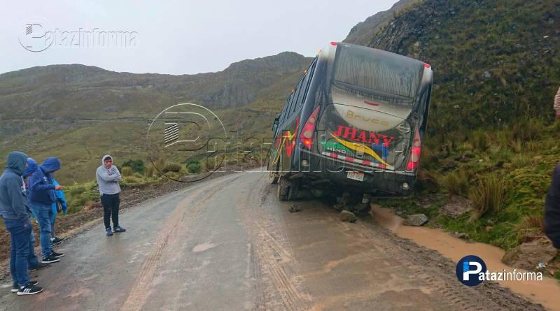 pasajeros-salvan-milagro-bus-jhany-tours-choco-contra-pena