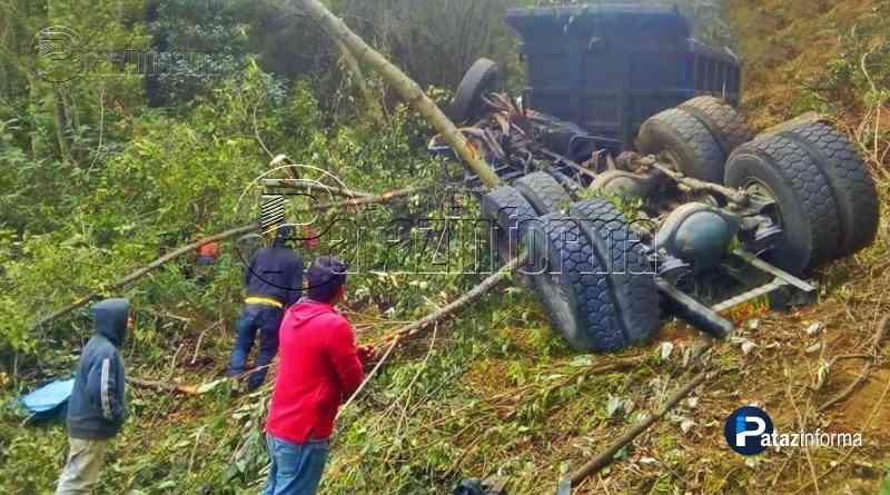 LA LIBERTAD | Camión cae a abismo por mal estado de la carretera