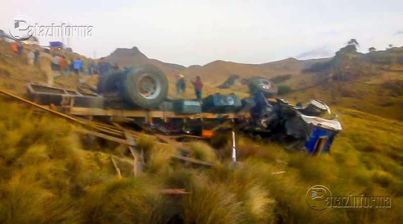 LA LIBERTAD | Camión cae abismo y deja 2 muertos y un herido en el ande