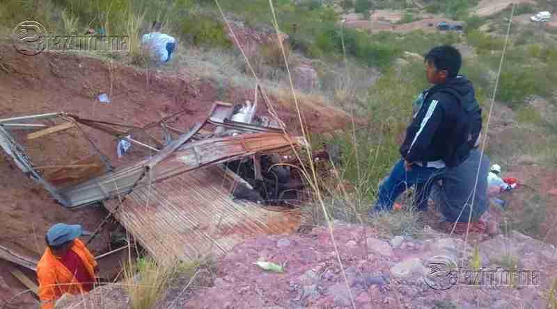 AYACUCHO | Camión cargado de pasajeros cae al abismo dejando 5 muertos