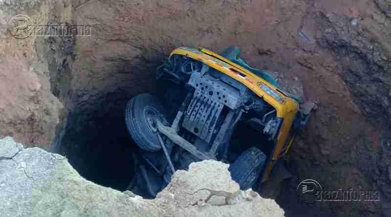 LA LIBERTAD | Chofer queda herido tras hundirse camión en un forado