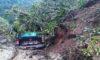 ONGÓN | Camioneta de la Municipalidad quedó cubierto por huaico