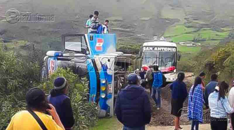 PATAZ | Bus interprovincial con pasajeros quedó al borde del abismo