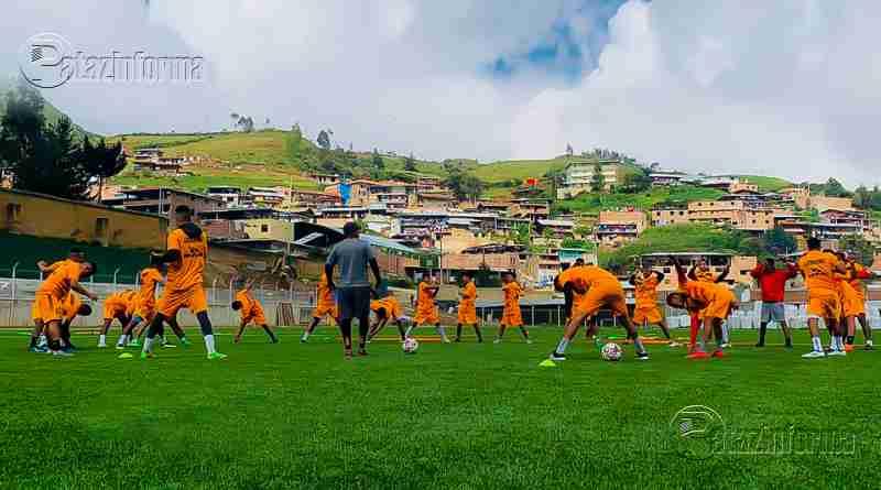 PARCOY | Entregaron moderno estadio deportivo a Llacuabamba