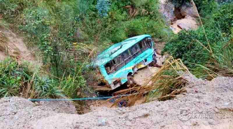 "PATAZ | Bus interprovincial de empresa ""SANDRITA"" cae a abismo"