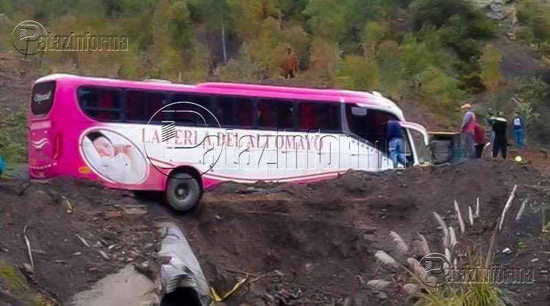PATAZ | Bus quedó al borde del precipicio vía Tayabamba – Sihuas