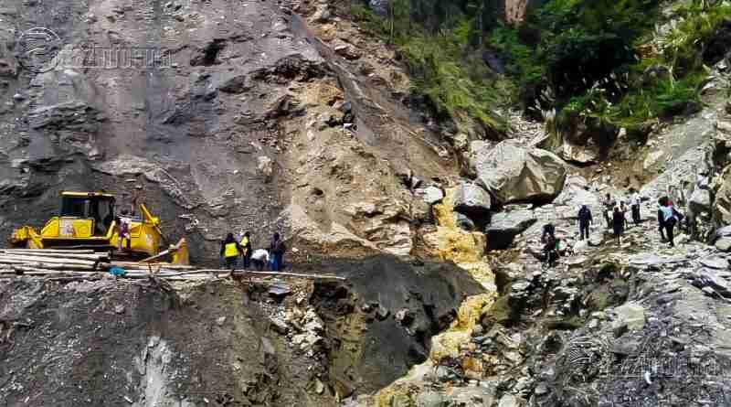 TAYABAMBA | Rehabilitan pase vehicular en vías afectadas por lluvias