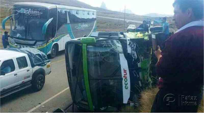 Bus interprovincial se despistó y sufrió aparatoso accidente