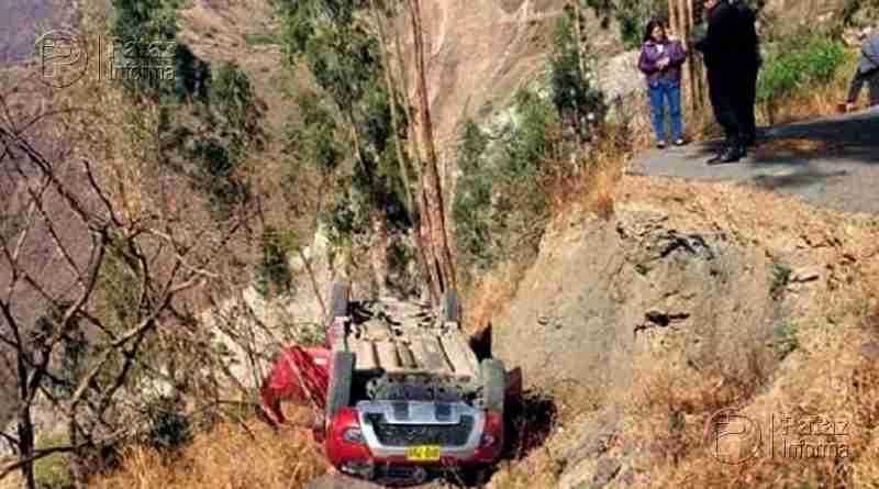 Cinco personas salvan de morir tras despiste de camioneta