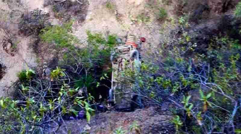 Docentes que se dirigían a Urpay sufren aparatoso accidente