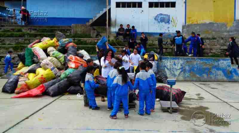 Estudiantes de Llacuabamba recolectan casi una tonelada de residuos