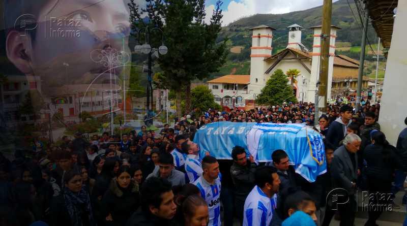 Cientos de pobladores dan el último adiós a Teterita en Tayabamba