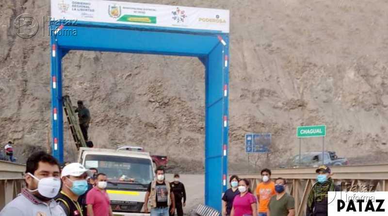 Instalan pórtico de desinfección de vehículos en puente de Chagual